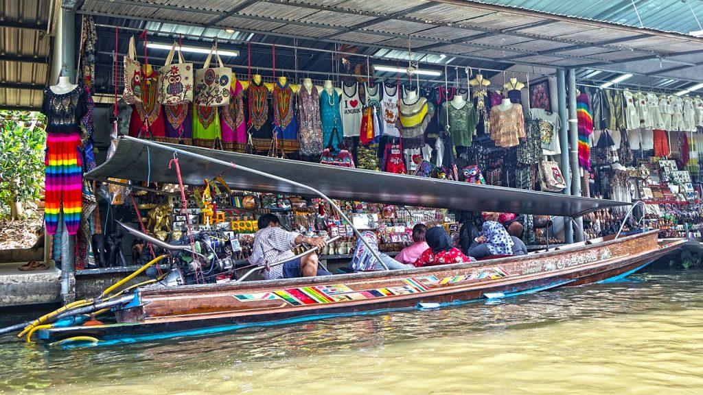 Le marché flottant de damnoen-saduak